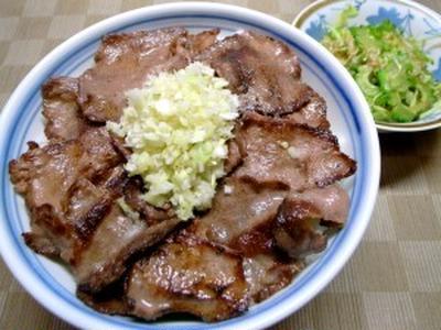 【仕切り直しの夏に】牛タンねぎ塩丼、ゴーヤとミョウガの柚胡椒風味