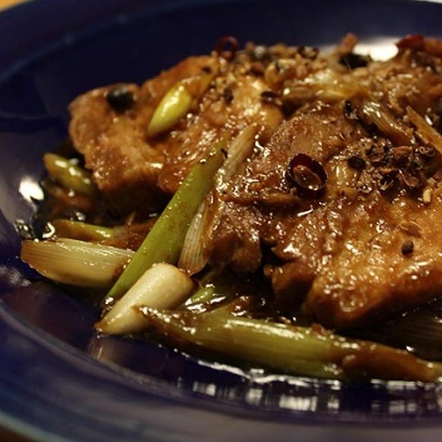 花椒がひりり。柔らか豚ばらの豆鼓炒め