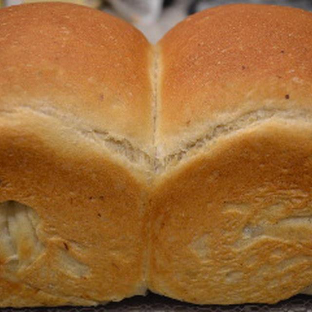 お土産のプルーンピューレの山食パン♪