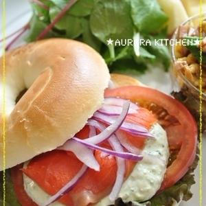 春のピクニックにぴったり!簡単オシャレな「ベーグルサンド」レシピ