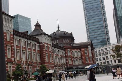 東京駅 丸の内駅舎と 肉の万世のかつサンド   <里芋ときのこのお味噌汁>レシピ紹介