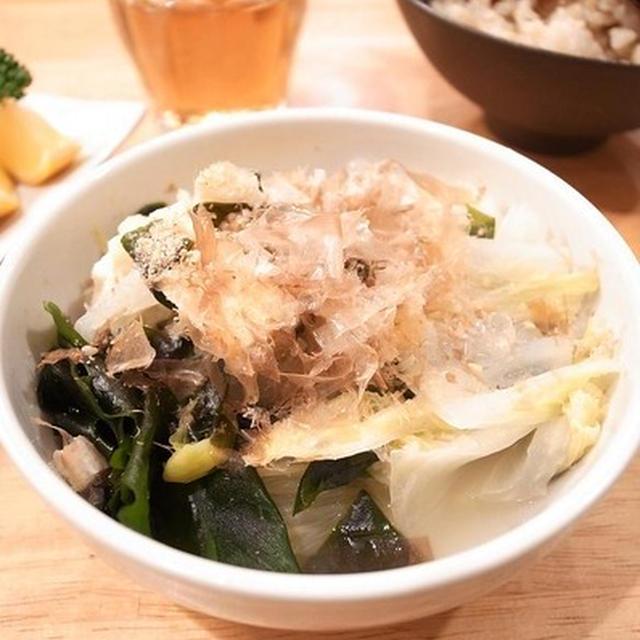 たっぷり食べられる野菜の調理法。白菜とわかめと油揚げの重ね煮
