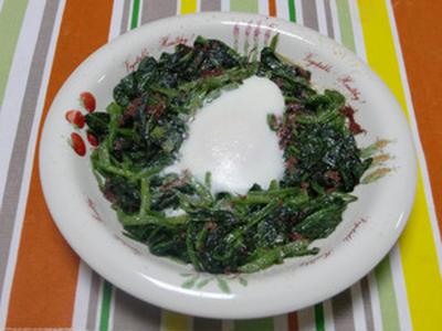 たまねぎ食堂Vol.111  ほうれん草とコンビーフの卵とじ焼き