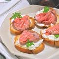 ボジョレーヌーボーに合う〜ローストビーフとリコッタチーズのクロスティーニ。