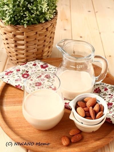飲むだけで美肌・アンチエイジング! 自家製アーモンドミルク