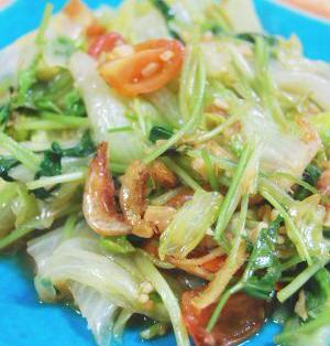 レタスと三つ葉の生姜炒め