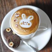おうちカフェ♪手作りクッキーとウサギのラテ