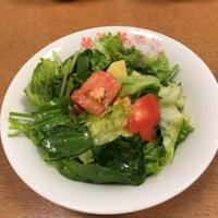 スムージードレッシングでトマトと桃のサラダ