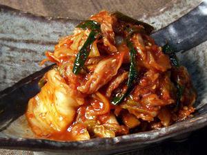白菜、ニラ、にんじん、玉ねぎなどの野菜を、たっぷりの魚介の出汁が魅力のキムチタレで漬け込んでいます。...