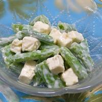 簡単、爽やか〜ワインに合う!スナップえんどうとクリームチーズのわさびマヨソース。