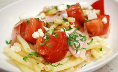 『完熟トマトで!トマトとマカロニのさっぱりサラダ』