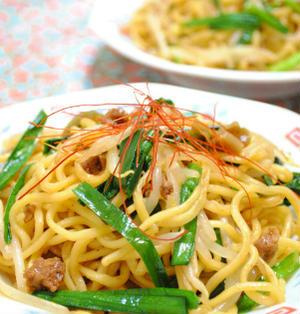 麻婆豆腐の素で ニラともやしの ピリ辛 焼きそば ☆
