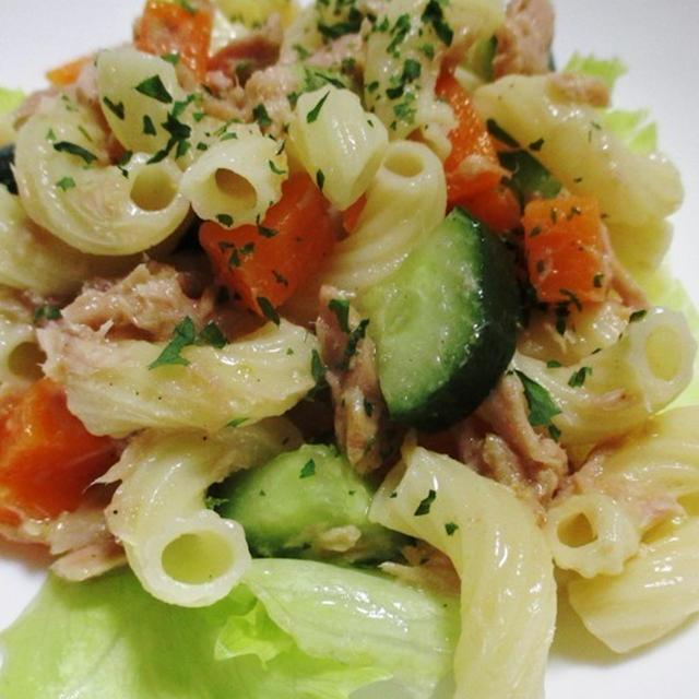 ツナとマカロニの彩りサラダ