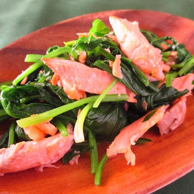 非ヘム鉄の吸収率強化!鮭とほうれん草のレモンバター炒め
