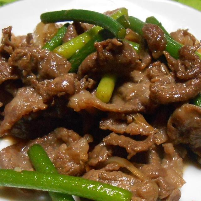 暑さ対策にスタミナつけます! 焼肉のタレで「牛肉とにんにくの芽の炒め物」