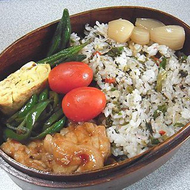 梅紫蘇高菜炒飯弁当。カレーライス