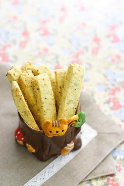 ブラックペッパー&チーズのスティッククッキー