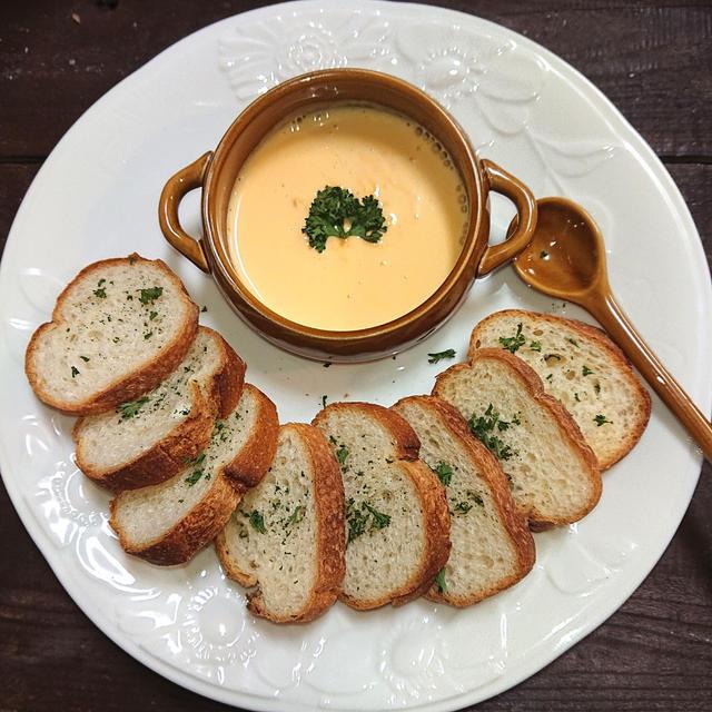 レンジで簡単、牛乳とチーズだけなのに、冷えてもボソボソにならないチーズフォンデュの秘密を大公開