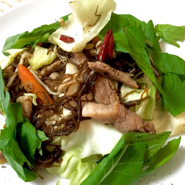 もずく、豚肉、野菜のペペロンチーノ風炒め
