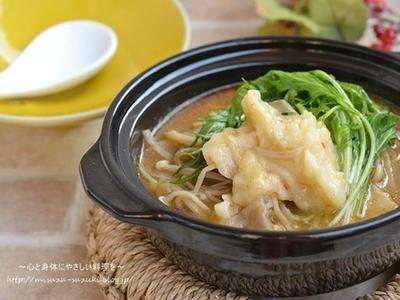 >あと引く辛さとうま味でやみつき 豚バラきのこのすいとん旨辛スープ鍋 by 鈴木美鈴さん