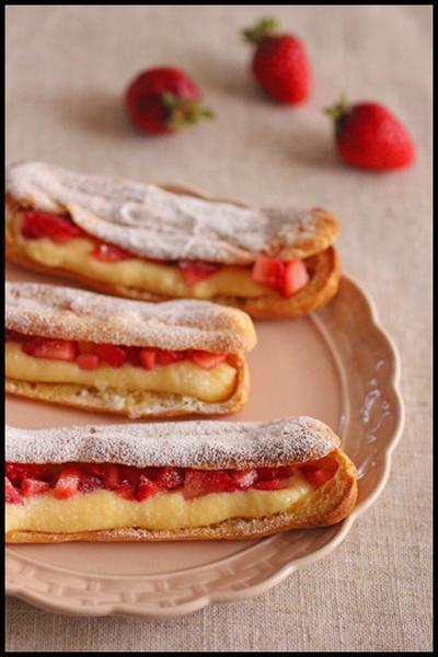 ホットケーキミックスで簡単!イチゴのエクレア&レンジで全卵カスタードクリーム