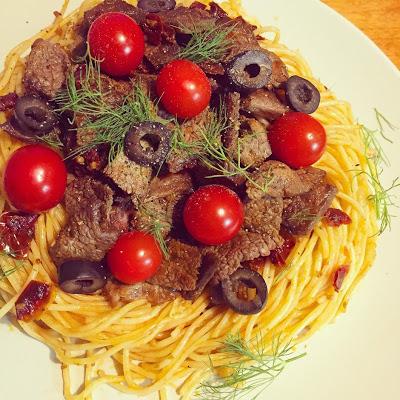 牛肉とトマトのパスタ