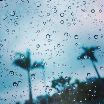 窓ガラスの水滴とか好き