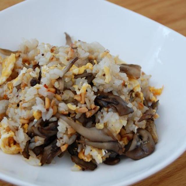納豆とじっくり炒めた舞茸のチャーハン