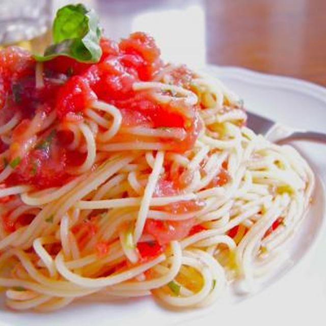生トマトとバジルのパスタ