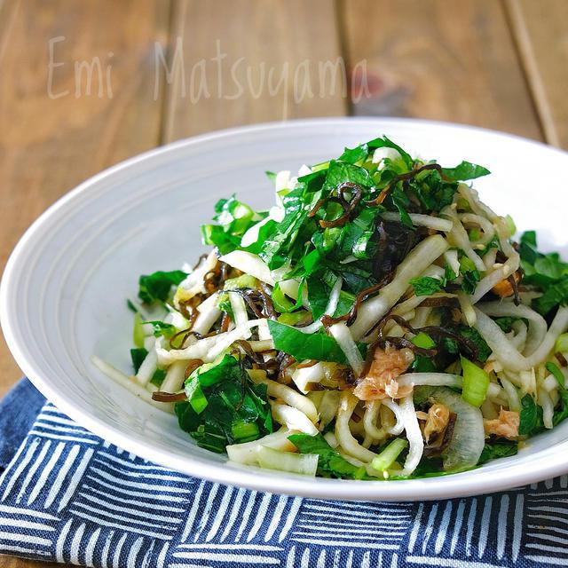ポリ袋で*小松菜と大根とツナの即席塩昆布漬け*小松菜と大根のやみつき塩...