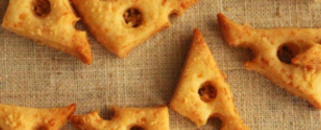 お酒にぴったり!塩気がクセになる「チーズクッキー」レシピ