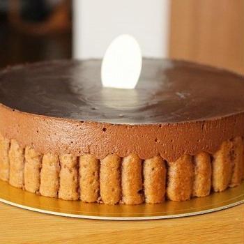 口溶けのいいチョコレートケーキ
