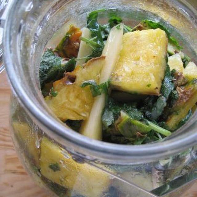 レモンバームとパイナップルの酵素