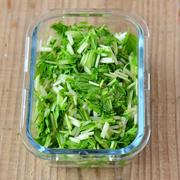 冷蔵庫にあると助かる。水菜の塩もみ