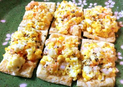 レッツ朝ご飯。あっという間の絶品揚げエビたまごパン風(糖質5.7g)
