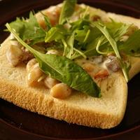 七目野菜豆のサラダオープンサンド