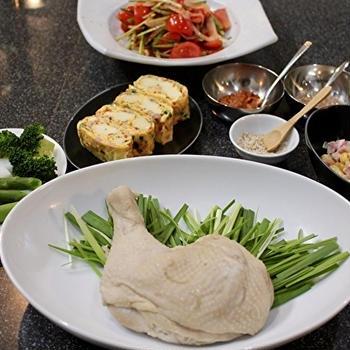 韓国風蒸し鶏と、久々に、パク・シネちゃんのトマトキムチ。