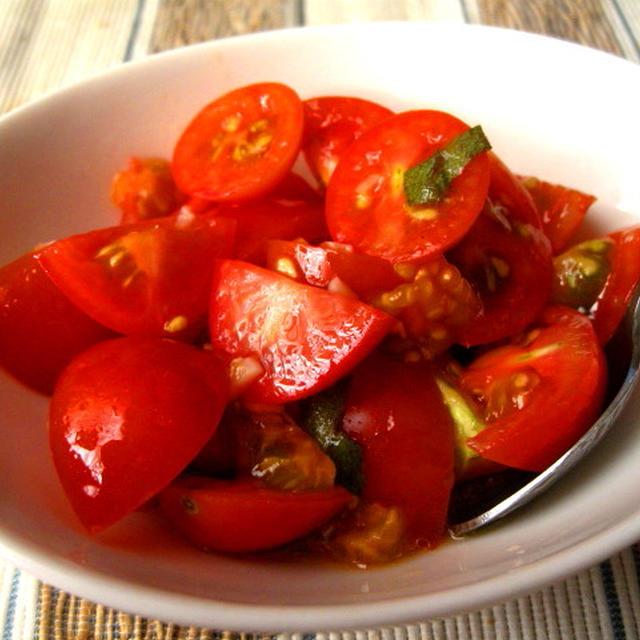 もぎたてトマトのシンプルサラダ 〜七月の野菜〜