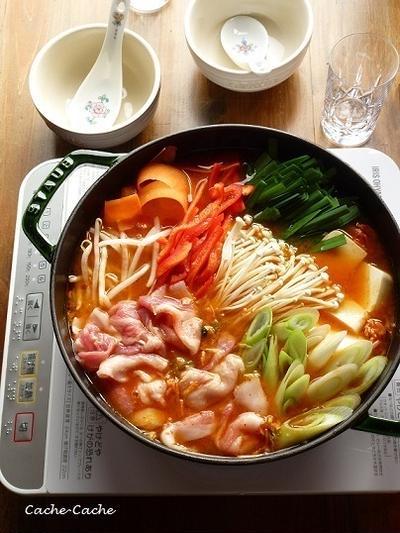 創味シャンタンで♪ 野菜もたっぷり辛うまキムチ鍋