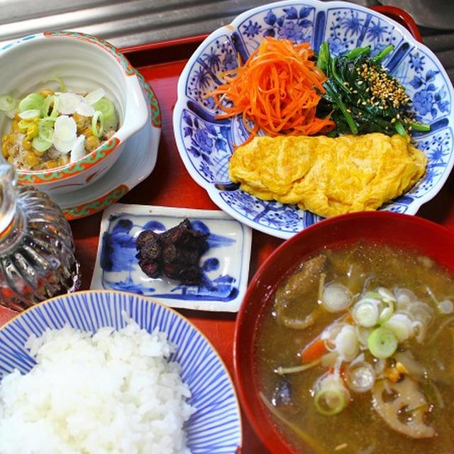 プチオムレツ・にんじん生姜醬油・芋煮汁・・・朝餉
