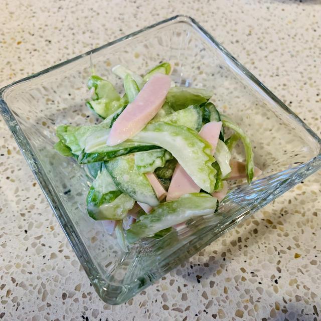 セロリと魚肉ソーセージのわさびマヨ和え