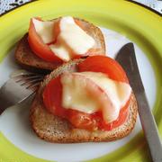 はちみつトマト&とろ~りチーズのタルティーヌ  by えんさん