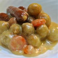 ソーセージとジャガイモのホワイトチョコ煮込、シナモンシュガーかけ
