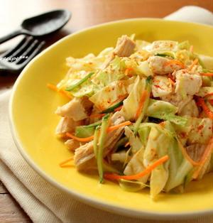 食べごたえバッチリ!レンチン蒸し鶏×キャベツのおかずサラダ