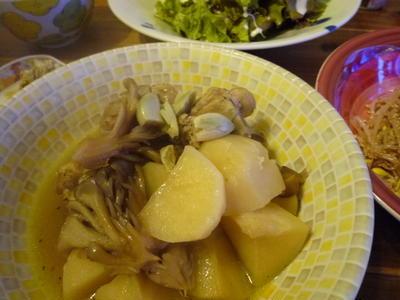骨付き鶏とジャガイモの中華煮