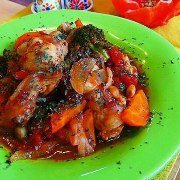炊飯器に入れるだけ♪チキンと野菜たっぷりトマト煮