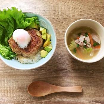 ヨシケイの食材宅配でロコモコ丼とゴロゴロ野菜のスープ煮を作ってみた