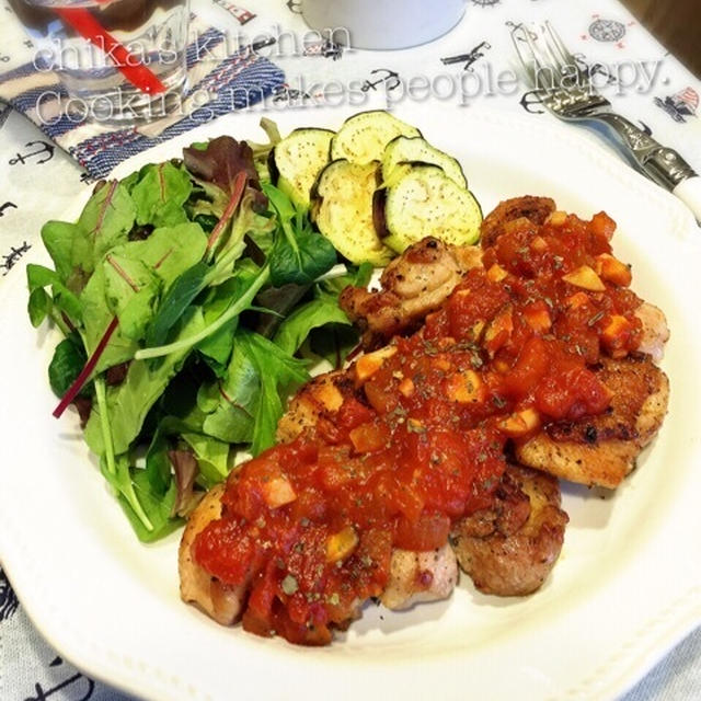 大人の都合? と お肉にも魚にも合うトマトソース♪今日はパリパリジューシーな鶏肉ソテーで♡