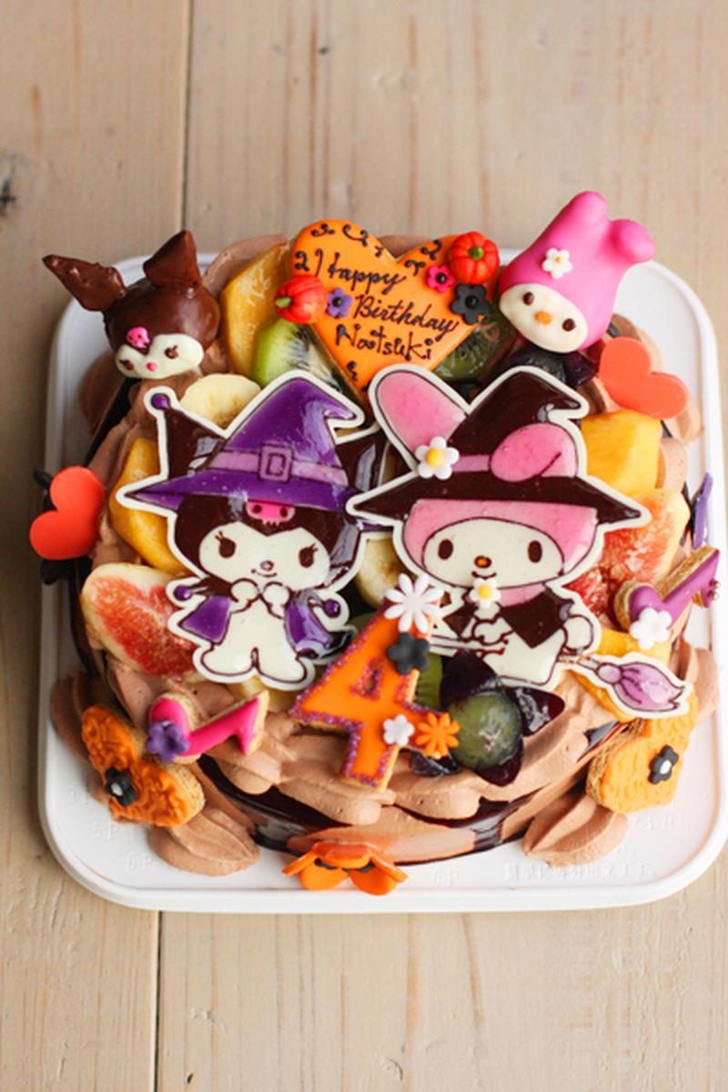 マイメロちゃんと、ライバルのクロミちゃんのデコケーキ。ハロウィン仕様の黒とオレンジの色づかいで、甘す...