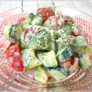 トマトときゅうりのアボカドヨーグルトサラダ